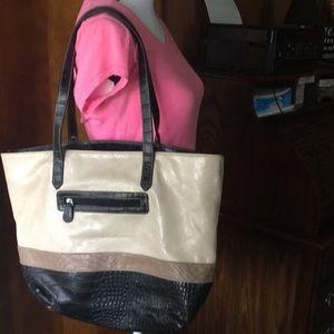 Handbags - Tote. No name!  Soooo Clean!!!